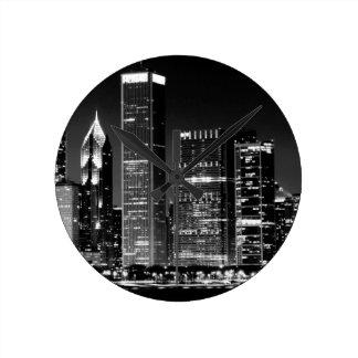 Opinión de la noche del paisaje urbano famoso de C Reloj Redondo Mediano