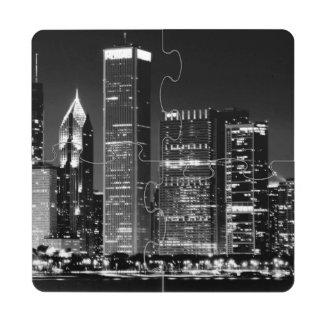 Opinión de la noche del paisaje urbano famoso de posavasos de puzzle