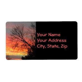 Opinión de la puesta del sol a través de etiquetas etiquetas de envío