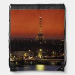 Opinión de la puesta del sol de Francia, París de  Mochilas