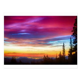 Opinión de la salida del sol de las luces de la ci tarjeta postal