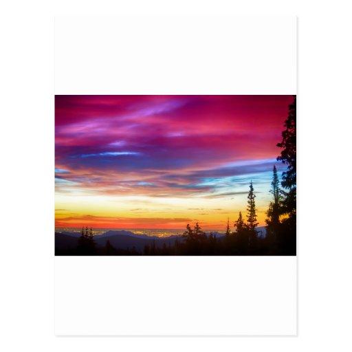 Opinión de la salida del sol de las luces de la ci tarjetas postales