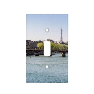 Opinión de la torre Eiffel del Sena del río en Placa Para Interruptor