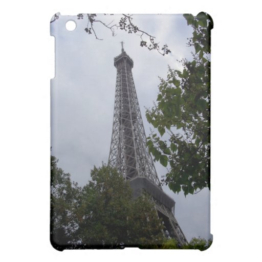 Opinión de la torre Eiffel entre el follaje