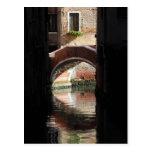 Opinión de la ventana del puente de Venecia Postales
