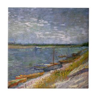 Opinión de los barcos de Rowing del río w, arte de Azulejo Cuadrado Pequeño