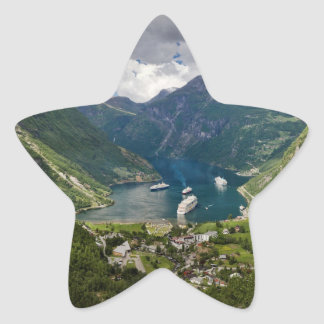 Opinión de Noruega a Geiranger de Flydalsjuvet Pegatina En Forma De Estrella