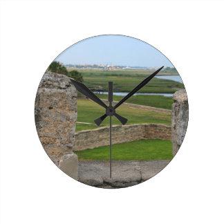 Opinión de St Augustine del castillo Reloj Redondo Mediano