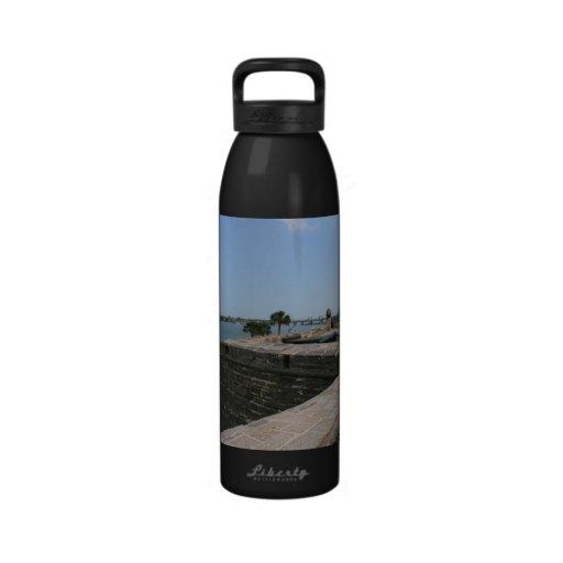 Opinión de St Augustine del fuerte hacia el puente Botella De Agua Reutilizable
