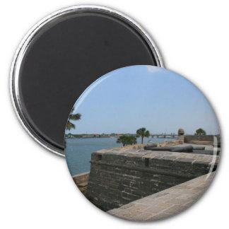 Opinión de St Augustine del fuerte hacia el puente Imán