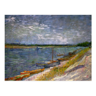 Opinión de Van Gogh del río con los barcos de Postal