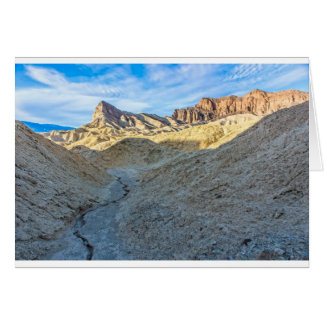 Opinión del cauce del río del formato de paisaje d tarjeta