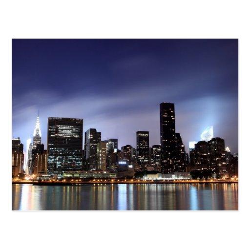 Opinión del East River, NYC del horizonte de Tarjeta Postal