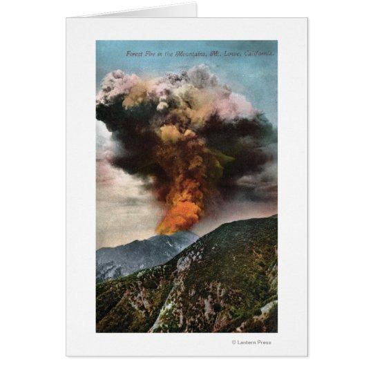 Opinión del incendio forestal en montañas tarjeta de felicitación