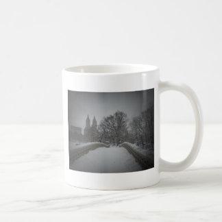 Opinión del invierno sobre el puente del arco, Cen Tazas De Café