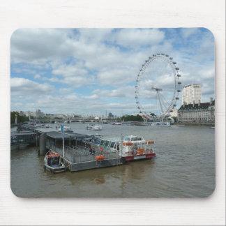 Opinión del ojo y del río de Londres Alfombrilla De Ratón