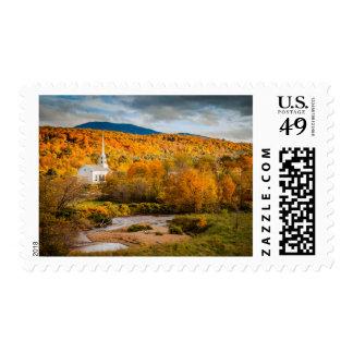 Opinión del otoño de la iglesia de la comunidad en sellos