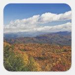 Opinión del otoño de montañas apalaches calcomania cuadradas personalizada