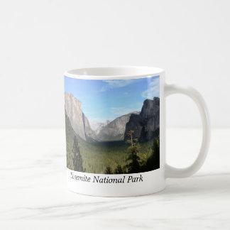 Opinión del túnel, parque nacional de Yosemite Taza Básica Blanca
