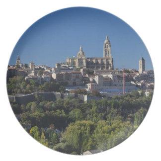Opinión elevada de la ciudad con la catedral de Se Platos Para Fiestas