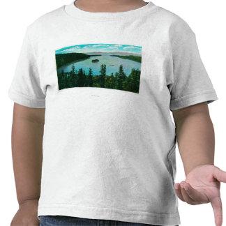 Opinión esmeralda de la bahía sobre el lago camisetas