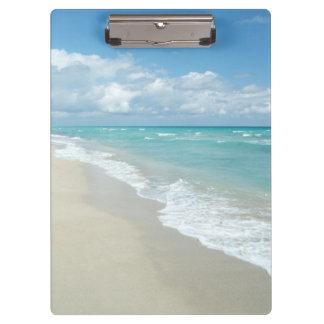 Opinión extrema de la playa de la relajación