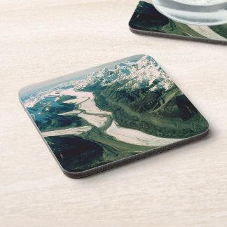 Opinión Gama-Aérea de la montaña de Alaska Posavasos De Bebida
