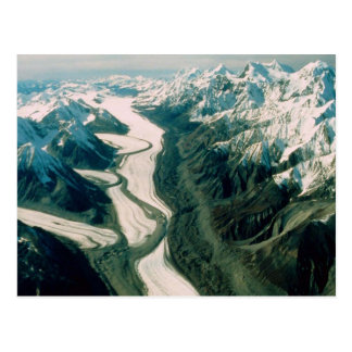 Opinión Gama-Aérea de la montaña de Alaska Postal