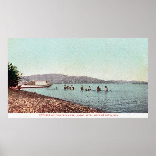 Opinión nadadores en el lago CoveClear de los pira Posters