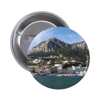 Opinión panorámica del mar de Capri de la isla Pins