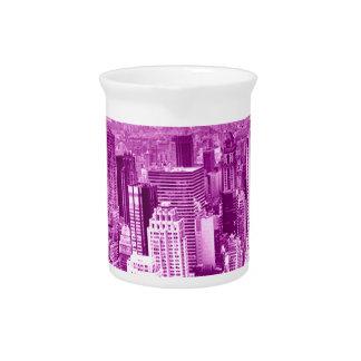Opinión superior de la torre jarra para bebida