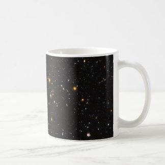 Opinión ultra profunda del campo de Hubble de 10.0 Taza