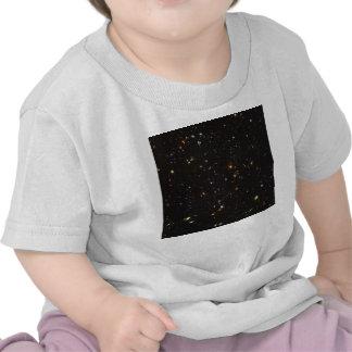 Opinión ultra profunda del campo de Hubble de Camiseta