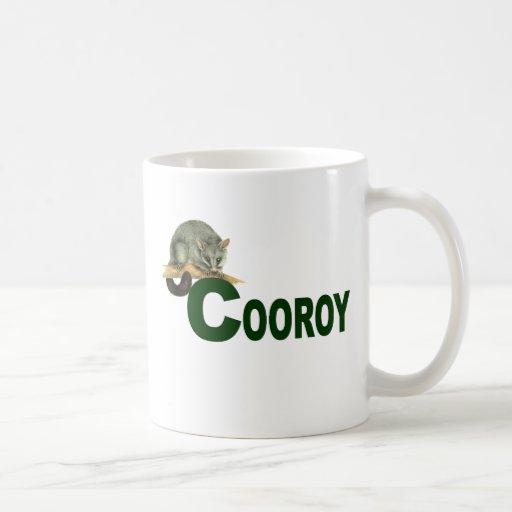 Oposum de Cooroy (letras verde oscuro) Taza