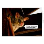 Oposum lindo de la tarjeta de cumpleaños del oposu