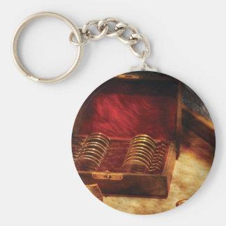 Óptico - una caja de oculares llavero redondo tipo pin