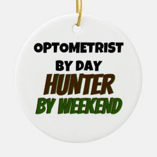 Optometrista del cazador del día por fin de semana adorno redondo de cerámica