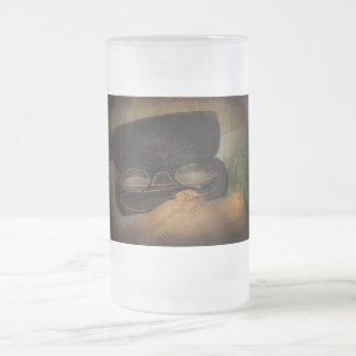 Optometrista - vidrios para leer jarra de cerveza esmerilada