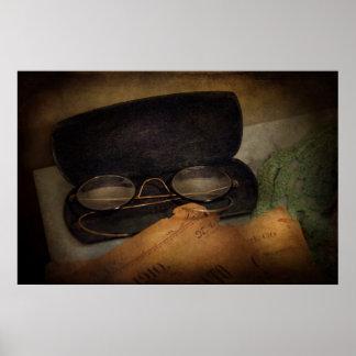 Optometrista - vidrios para leer poster