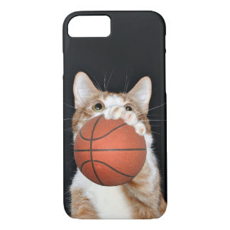 Orange and white tabby plays basketball iPhone 8/7 case