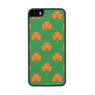 Orange Heart Shamrocks on Irish Green St.Patrick's Carved® Maple iPhone 5 Slim Case