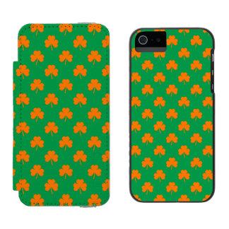Orange Heart Shamrocks on Irish Green St.Patrick's Incipio Watson™ iPhone 5 Wallet Case