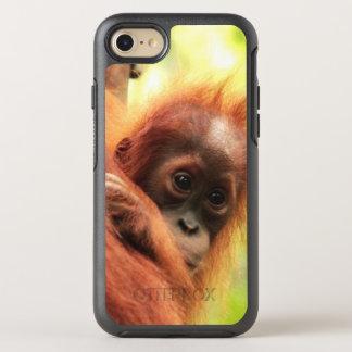 Orangután de Sumatran del bebé Funda OtterBox Symmetry Para iPhone 7