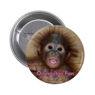 Orangután precioso del bebé pin redondo de 2 pulgadas