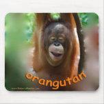 Orangután sonriente feliz alfombrilla de raton