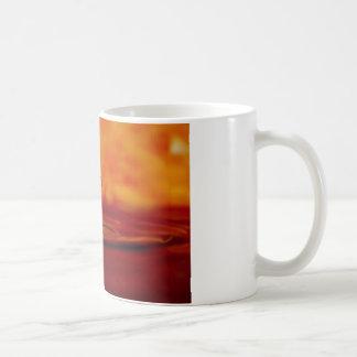 Orbe ardiente del agua taza de café