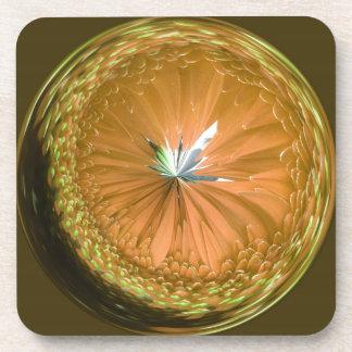 orbe de cristal de la fantasía en naranja posavasos