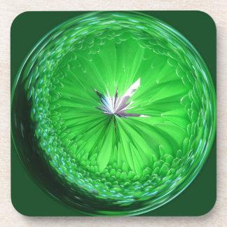 Orbe de cristal de la fantasía en verde posavaso