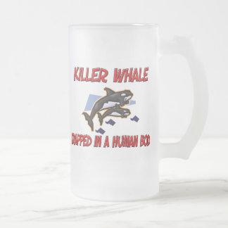 Orca atrapada en un cuerpo humano taza de café
