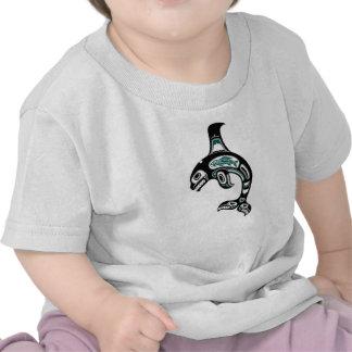 Orca azul y negra del alcohol del Haida Camisetas